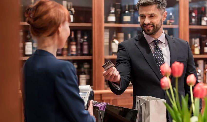 Как научиться экономить деньги на кредитной карте?