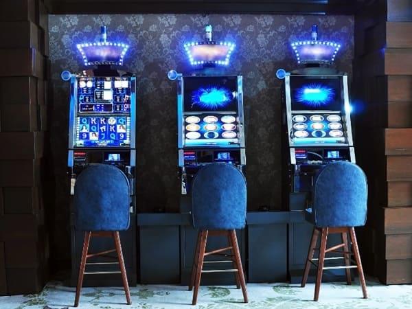Почему иногда полезно сыграть на «живые» деньги?