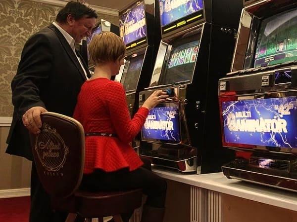 Первый зал со стационарными игровыми автоматами
