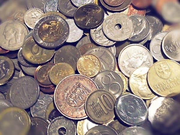 Иностранные монеты: стоит ли покупать?